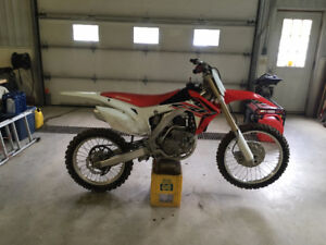 LOW HOURS 2015 CRF 250R - Caledon