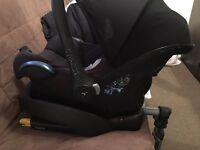 Maxi cosi car seat with easyfix base