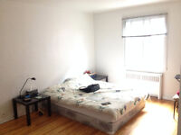 Large Sunny Room in Côte-des-Neiges with Balcony (UdeM, HEC)