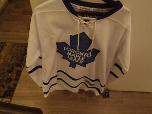 extra large Toronto Matthews Jersey New!!