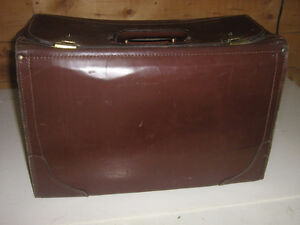 OVERSIZED LEATHER BRIEFCASE-ACCOUNTANT/SAMPLES BRIEFCASE