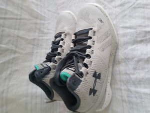 Shoes  UNDER ARMOUR Basketball kids grils size 1