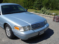 2004 Ford Crown Victoria LX Sedan