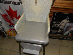 Vintage Baby High Chair Good condition ---only $15