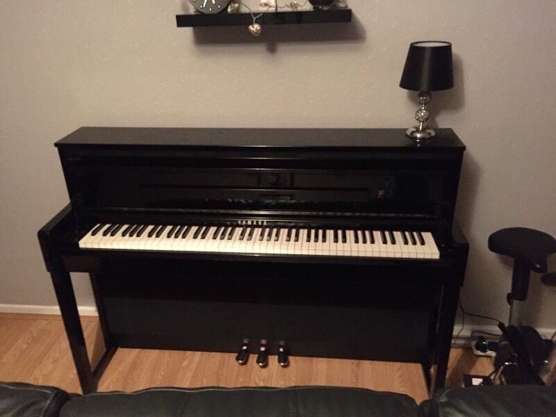 yamaha clavinova clp 585 in polished ebony in newcastle. Black Bedroom Furniture Sets. Home Design Ideas