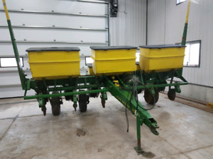 JD CORN PLANTER 7000 Series