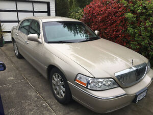 2011 Lincoln Town Car Sedan - low mileage