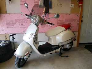 **REDUCED** Vespa 200GT