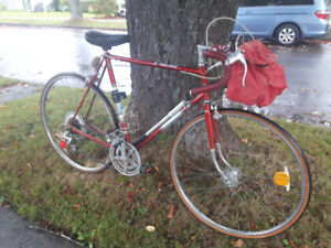 "Large 23"" Vintage Mens' Raleigh Grand Prix Road Bike (tuned up)"
