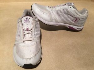 Women's Reebok Athletic Running Shoes Size 7 London Ontario image 2