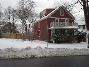 5 Bedrooms, South, Walking Distance to DAL,