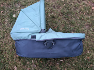UppaBaby Vista bassinet with cover EUC