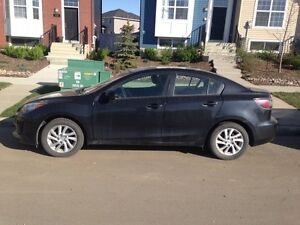 2012 Mazda3 ** low Kms** New winter tires