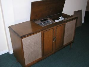 Vintage 1954 VIKING STEREOPHONIC CABINET RECEIVER- TUBE working West Island Greater Montréal image 4