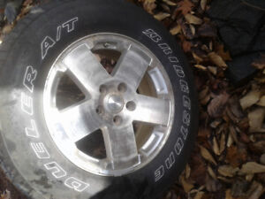 Jeep Wrangler tire and rim 255/70/r18