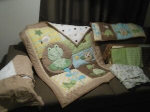 Reversible Comforter and bumper pads Crib Set