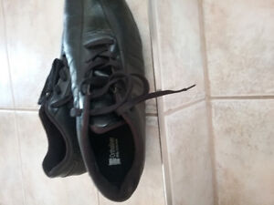ADIDAS size 9 1/2 GOLF SHOES. Immaculate condition.