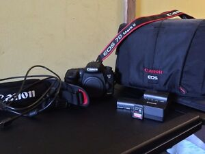 Canon 7D mk II w/ 2 batteries, 32GB SD, Carry bag Good Value.