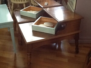 Set of 2 stained wood side tables
