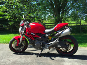 2011 Ducati Monster 696 ABS