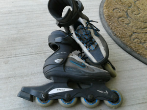 Woman's  Nike rollerblades, size 6