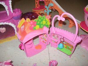lot de jouets my little ponys plus accessoires Gatineau Ottawa / Gatineau Area image 3