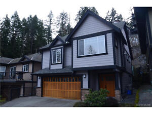 Gorgeous Newer Upper on Bear Mountain - Pets Considered!