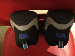 DISNEY Mickey Mouse Athletic Shoes, Size 22 or US 6 Kitchener / Waterloo Kitchener Area image 3
