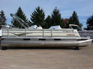 1999 25' Crest III pontoon with 50hp motor