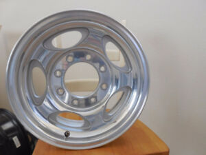 wanted 4 Aluminum  1999 - 2002 Ford F350 Factory Rims