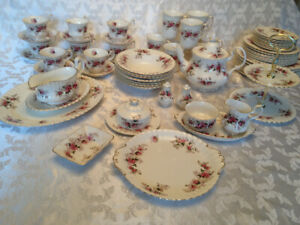 Pristine ROYAL ALBERT LAVENDER ROSE fine china