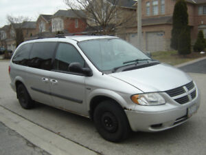 FOR PARTS OR FIX IT UP 05 DODGE CARAVAN TAKING BO OVER $580!