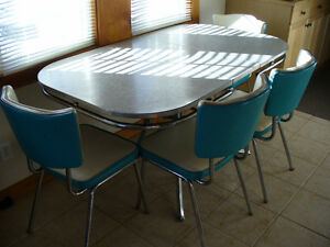 60's VINTAGE KITCHEN TABLE & CHAIRS