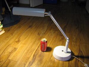 lampe de bureau chevet articulée lourde et solide tres bon état Lac-Saint-Jean Saguenay-Lac-Saint-Jean image 2