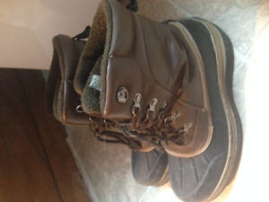 WINTER BOOTS FOR MEN SIZE 9