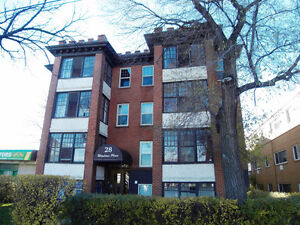 Charming 2 Bedroom Condo in a Great Location!