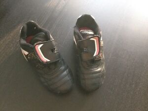 Kids soccer shoes - size 11 London Ontario image 1