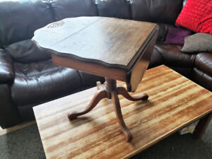 WOODEN SIDE TABLE w/ DROP LEAVES