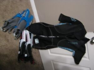 Woman's Body Glove wet suit size M 7/8 and 2 pair of Fins S/M