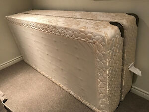 King Size Mattress and Box Spring Oakville / Halton Region Toronto (GTA) image 3