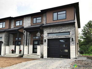 LUXURY, NEW BUILD, SEMI-DETACHED, 18' CEILING, MANY UPGRADES!