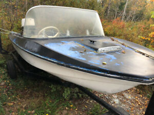 14ft speedboat with engine not running and trailer