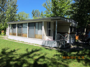 1-Bedroom Trailer Cottage House Near Lake Simcoe, Florida Room