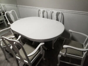 White dinning table and chairs