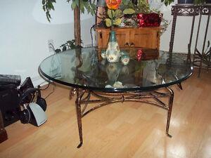 Superbe table en vitre sur pied en laiton sous forme de cygne