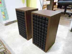 Vintage stereo Bookshelf speakers.  AWESOME SOUND! Kitchener / Waterloo Kitchener Area image 2