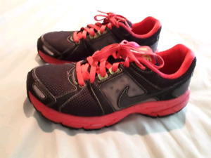Women's Nike sneakers GREAT CONDITION