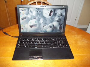 FOR SALE HIGH END TOSHIBA LAPTOP