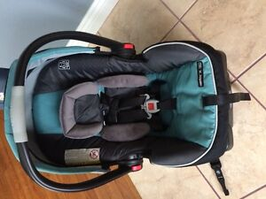 GRACO FastAction35 Cick Connect Car Seat and Base