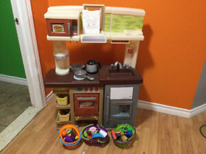 Child's play kitchen and accessories